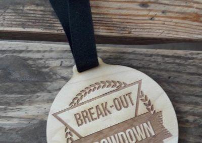 Break-out-company-medaille-gravure-laser-bois-
