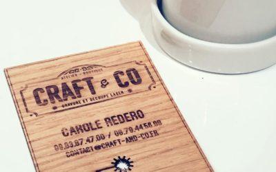 Cartes de visite sur placage de bois gravées et découpées par laser