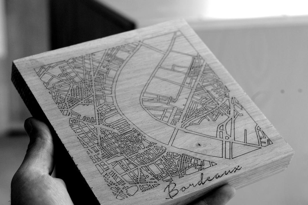 Sous plat plan bordeaux gravure et découpe laser sur bois collection craft & co