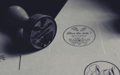 Exemples de tampons personnalisés gravés par laser sur support bois
