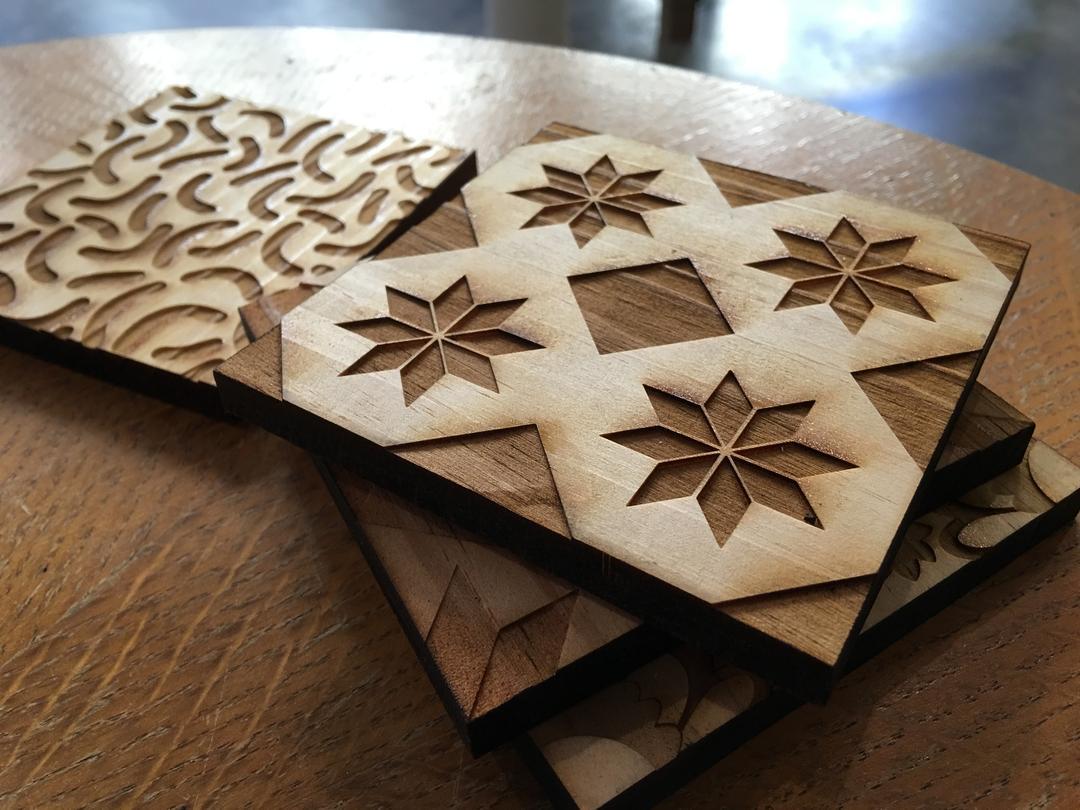 Tomette en bois caisse de vin gravure et découpe laser collection Craft & Co