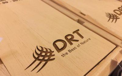 Cadeaux d'affaires – Caisses de vin personnalisées pour DRT
