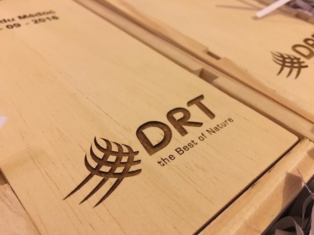 Caisse de vin personnalisé gravure laser DRT Craft & Co