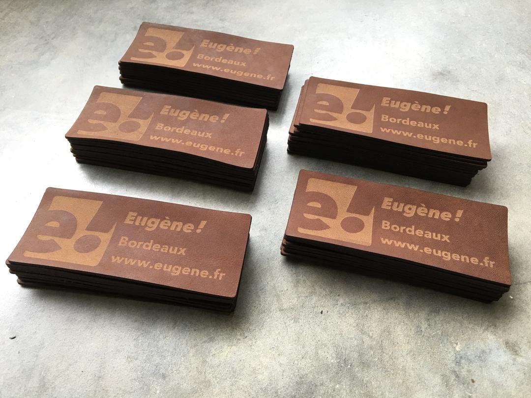 Etiquette en cuir Eugene! gravure et découpe laser sur cuir