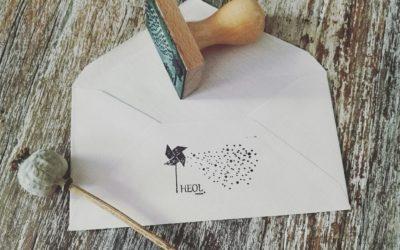 Gravure de tampon sur-mesure avec support bois pour Heol Création