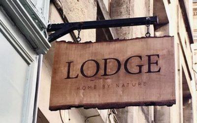 Enseigne en bois massif pour la boutique LODGE