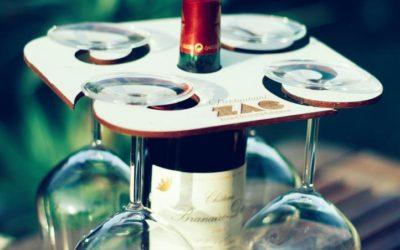 Support en bois pour verres à vin et bouteille personnalisé pour la ZAC