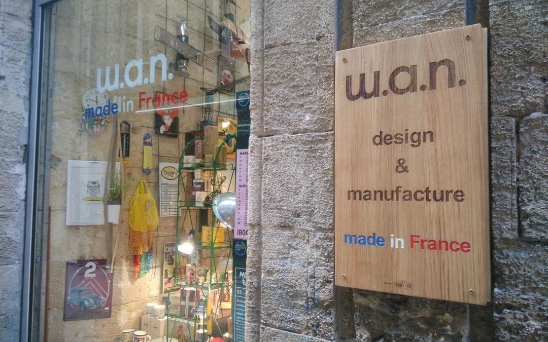 Panneau signalétique extérieure pour la boutique W.A.N.