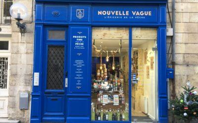 Signalétique pour la devanture de la boutique Nouvelle Vague
