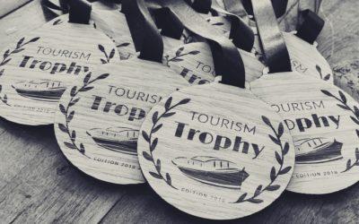 Médailles et trophées personnalisés pour le Tourism Trophy, organisé par l'agence 3B Voyages