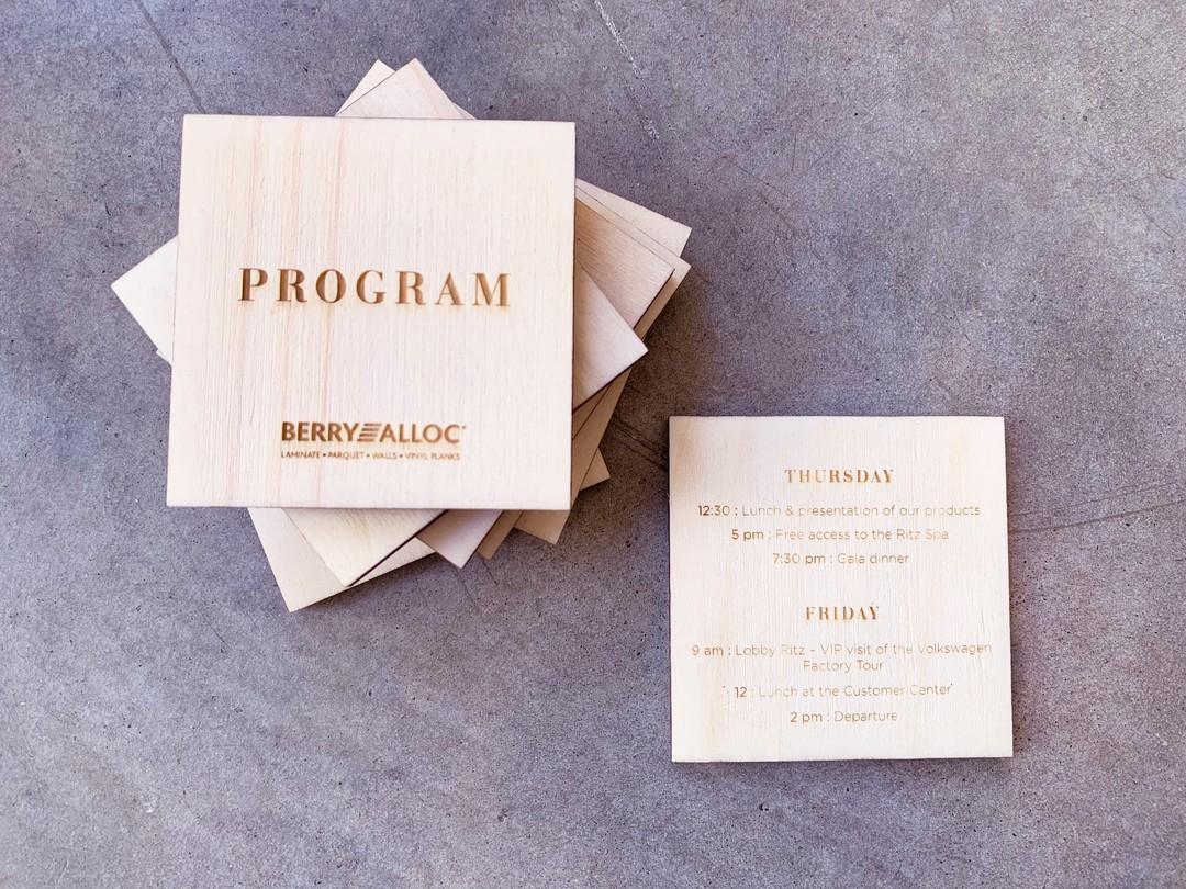 Invitation en peuplier gravé par laser pour Berry Alloc et agence Seline pour un évènement professionnel