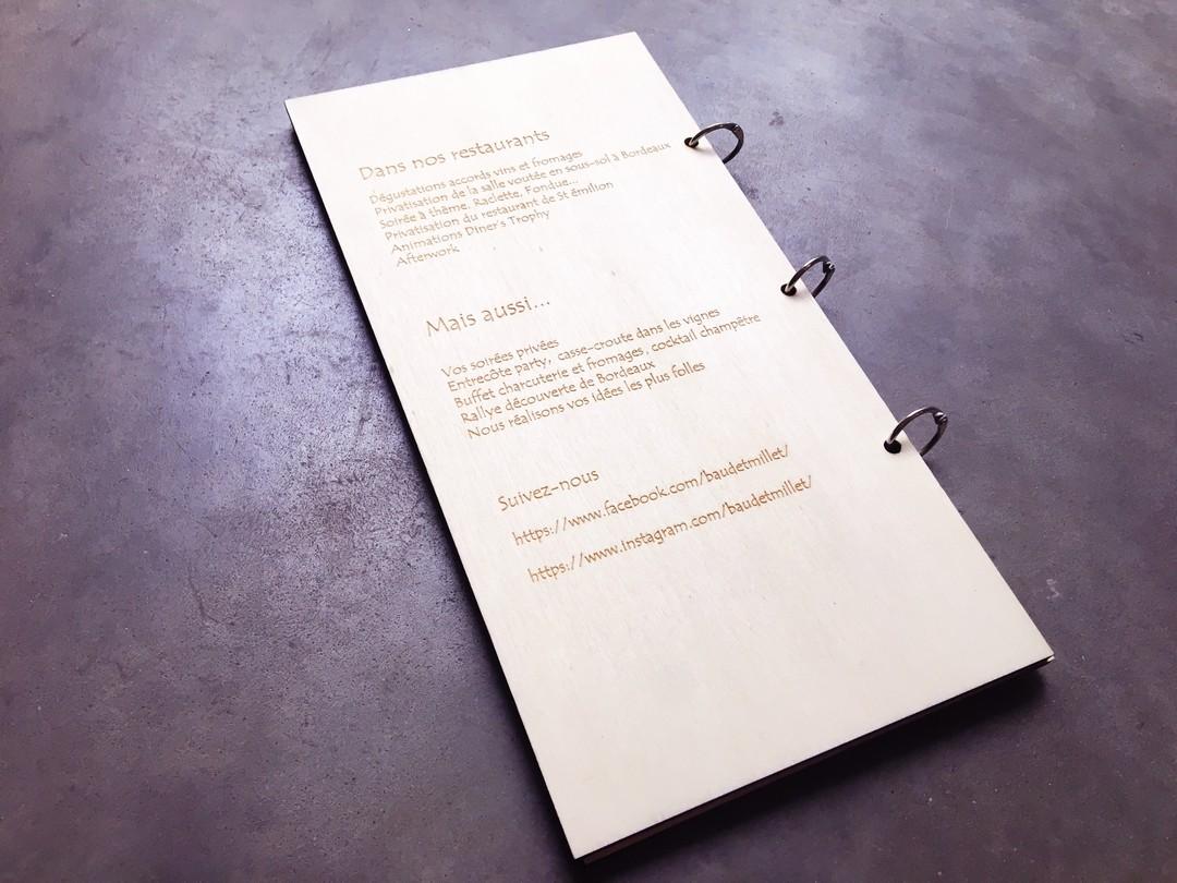 Carte menus en peuplier pour le restaurant baud et millet gravure et decoupe laser saint emilion