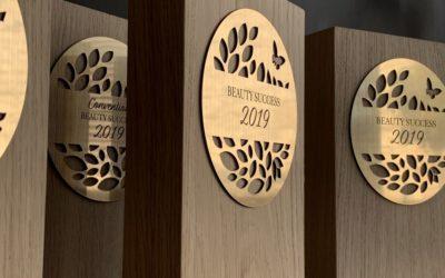 Trophée en bois réalisé pour Beauty Success