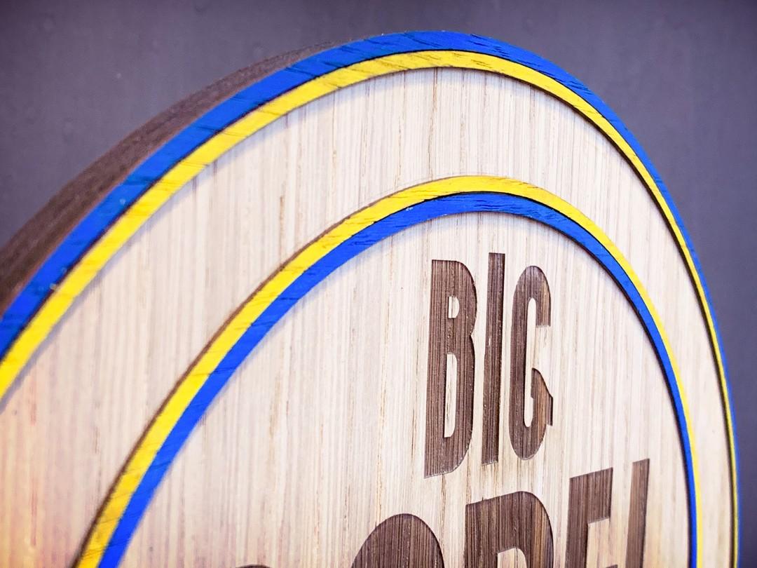 Trophée pour big padel master en bois chêne contreplaqué et massif et placage peint avec gravure decoupe laser