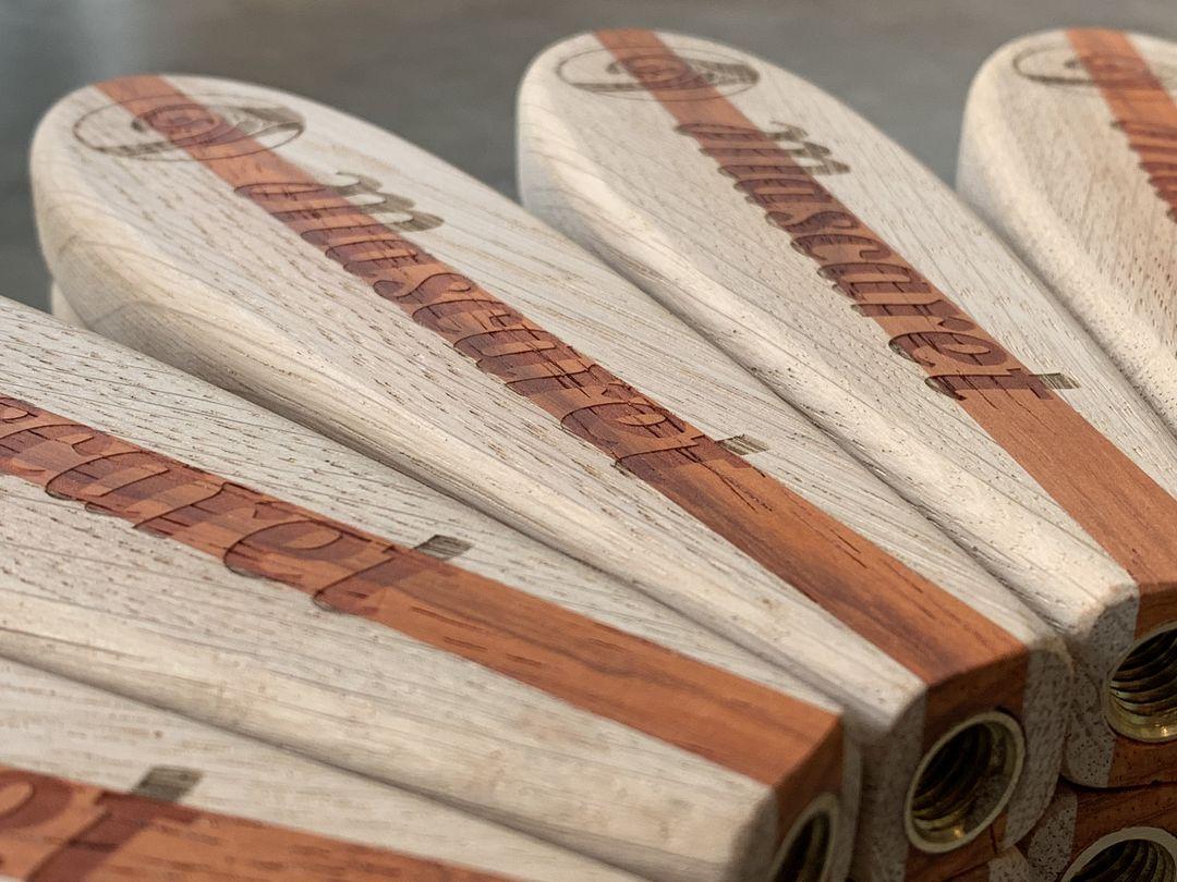 Poignées de tireuse à bière PLV en chêne padouk pour PL agencement et la brasserie artisanale Mascaret gravure laser