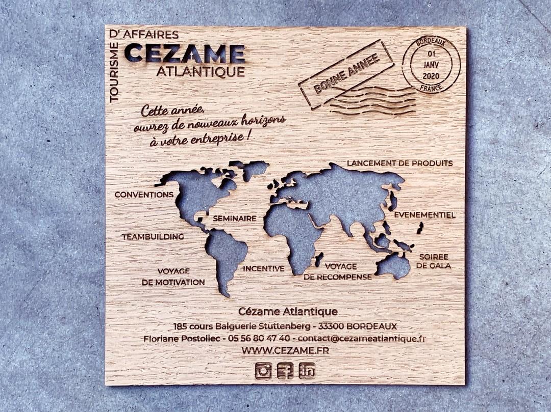 carte de voeux en placage de chêne bois gravure decoupe laser mappemonde pour cezame atlantique bordeaux