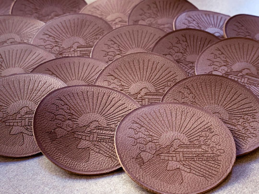 Ecusson en cuir gravure et decoupe laser pour les domaines de barons lafite-Rothschild pour Penglai en Chine