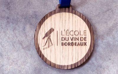 Médailles en chêne pour les 30 ans de l'École du Vin de Bordeaux