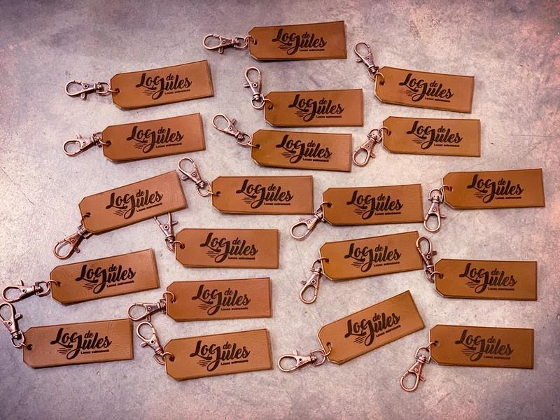 porte-clés en cuir personnalisés par gravure et découpe laser pour Loc de Jules