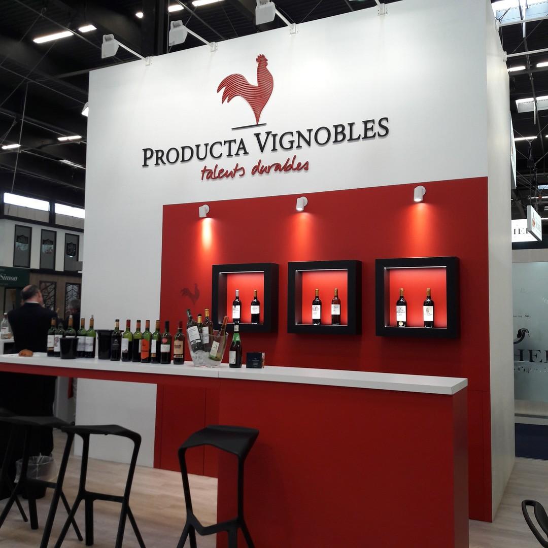 Signalétique pour stand professionnel salon en decoupe gravure laser de bois peuplier peinture ignifugée grandes dimensions pour Producta vignobles prowein
