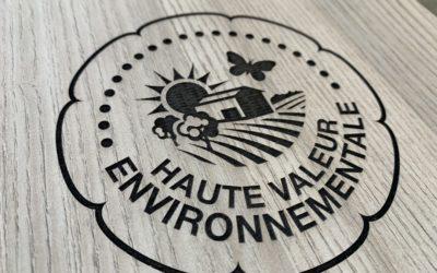 Plaque «Haute Valeur Environnementale» adaptée pour l'extérieur pour les Vignobles André Lurton