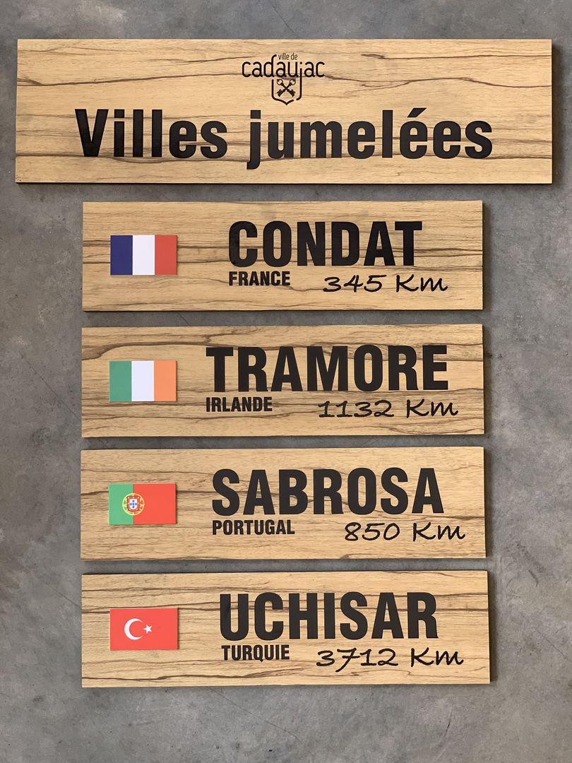Panneaux signalétique exterieures ballades du port commune de cadaujac en trespa imitation bois avec Hocus Focus