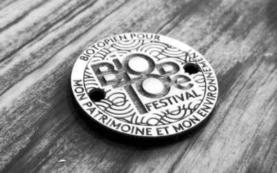Objets personnalisés : bracelets en bois pour le Biotope Festival