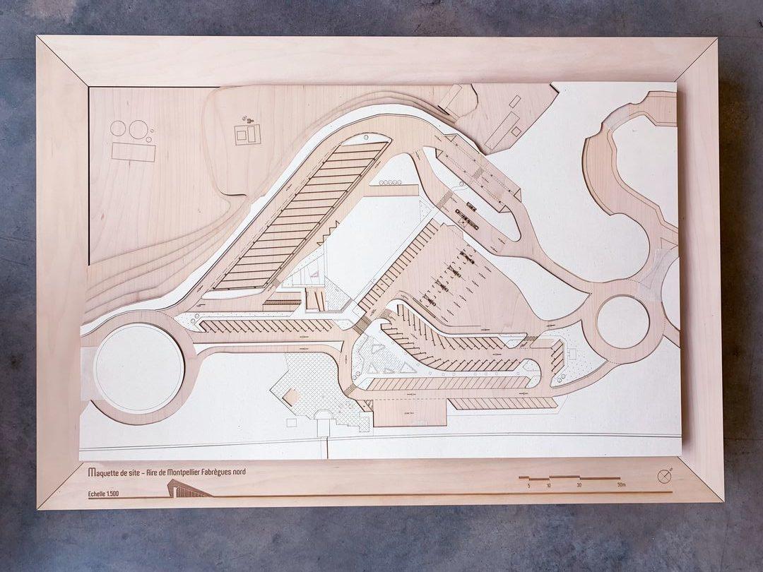 Coffret de luxe boite de réponse à appel d'offre sur mesure en bois par gravure et découpe laser pour agence architecture moon safari