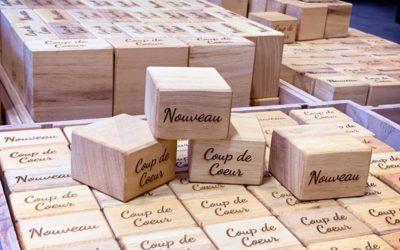 Cubes signalétique PLV en bois massif pour tous les supermarchés So Bio en France