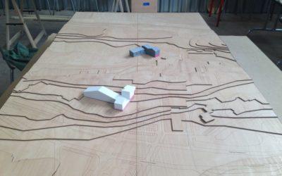 Découpe d'une maquette topographique en bois pour USUS Architectes