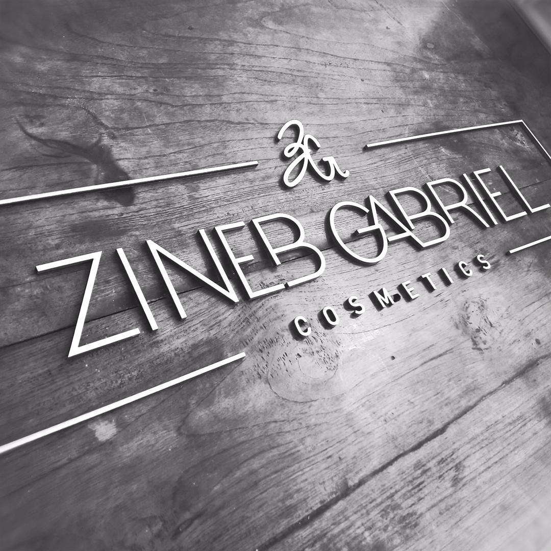 Lettrage découpé signalétique Zineb gabriel cosmetics decoupe laser de peuplier