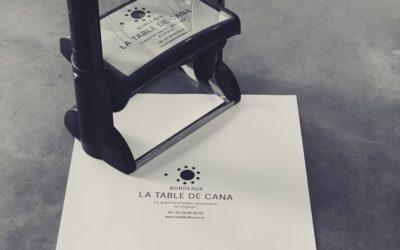 Réalisation d'un tampon XXL à encrage automatique Trodat pour La Table de Cana
