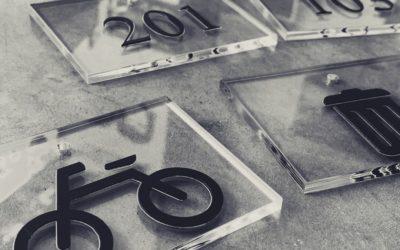 Pi-Management – Signalétique de bureaux en acrylique